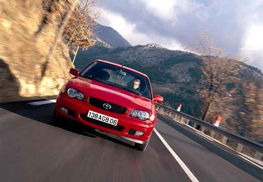 Toyota Corolla hatchback czerwony jasny przedni