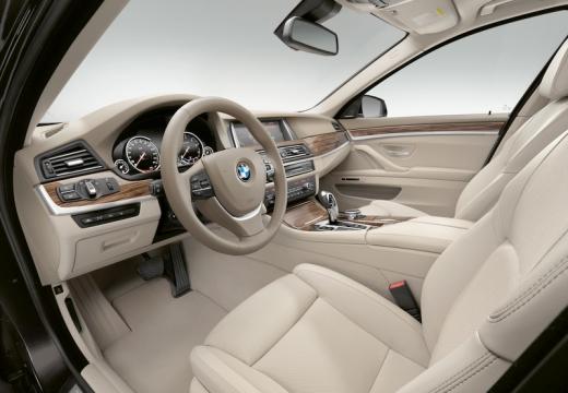 BMW Seria 5 F10 II sedan wnętrze