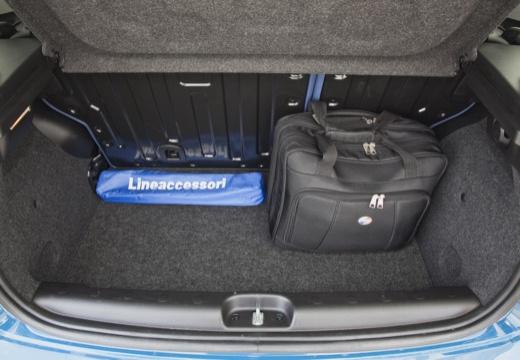 FIAT Panda III hatchback niebieski jasny przestrzeń załadunkowa