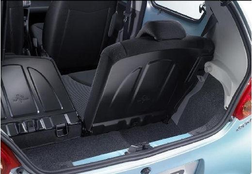 Toyota Aygo I hatchback niebieski jasny przestrzeń załadunkowa
