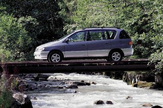 Toyota Picnic van silver grey boczny lewy