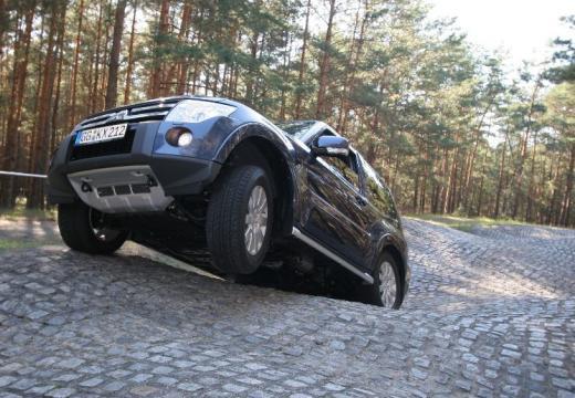 MITSUBISHI Pajero 3.2 DID Intense Kombi VI 200KM (diesel)