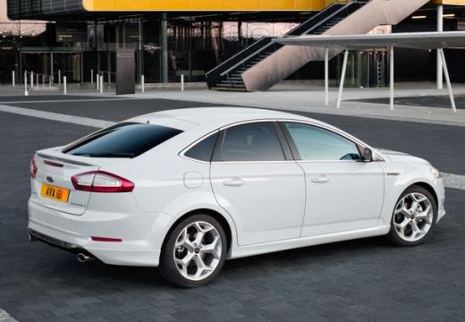 FORD Mondeo sedan biały tylny prawy
