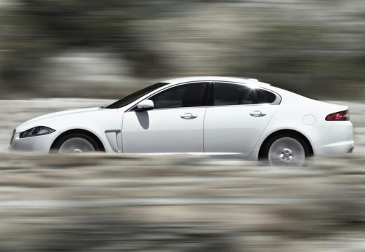 JAGUAR XF II sedan biały boczny lewy