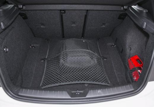 BMW Seria 1 F21 I hatchback przestrzeń załadunkowa