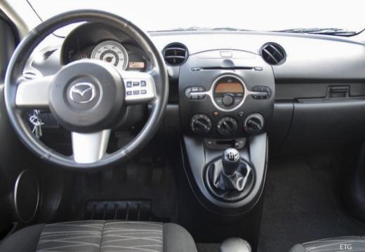 MAZDA 2 II hatchback tablica rozdzielcza