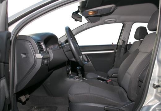 OPEL Vectra C II hatchback wnętrze