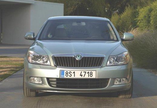 SKODA Octavia II II hatchback silver grey przedni
