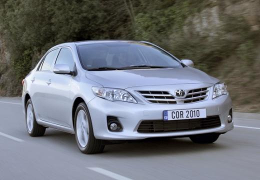 Toyota Corolla II sedan silver grey przedni prawy