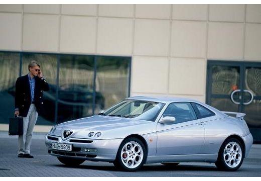 ALFA ROMEO GTV coupe niebieski jasny przedni lewy