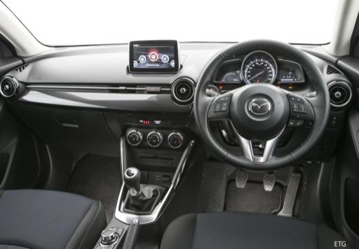 MAZDA 2 IV hatchback czerwony jasny tablica rozdzielcza