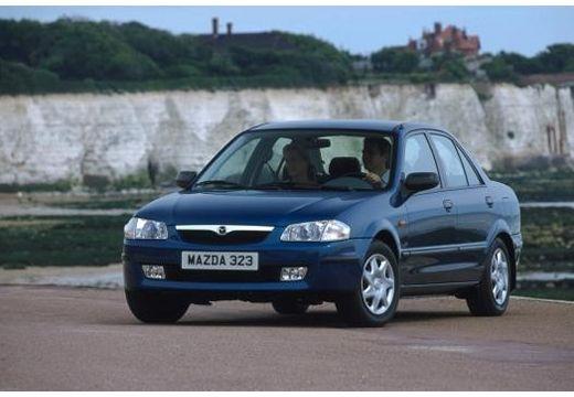 MAZDA 323 sedan niebieski jasny przedni lewy
