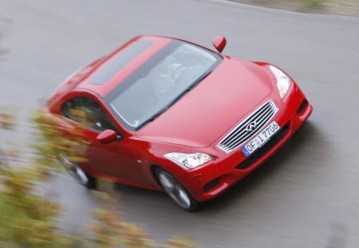 INFINITI G37 coupe czerwony jasny przedni prawy