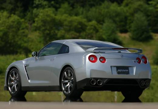 NISSAN GT-R coupe silver grey tylny lewy