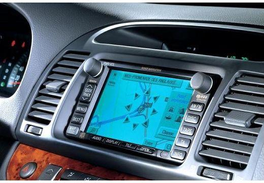 Toyota Camry sedan szczegółowe opcje