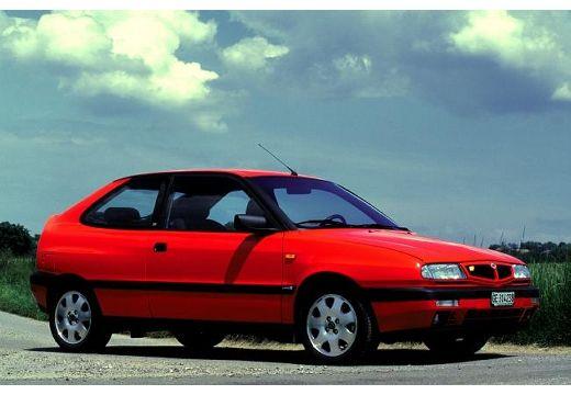 LANCIA Delta HPE hatchback czerwony jasny przedni prawy