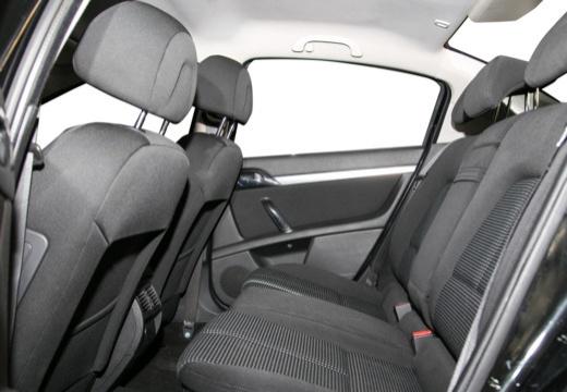 PEUGEOT 407 II sedan wnętrze
