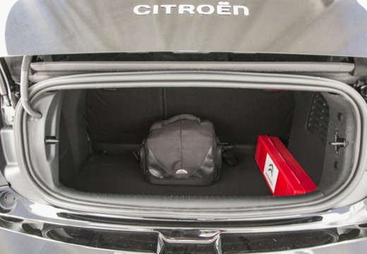 CITROEN DS3 kabriolet czarny przestrzeń załadunkowa