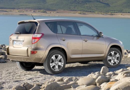 Toyota RAV4 V kombi beige tylny prawy