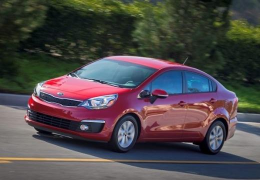 KIA Rio sedan czerwony jasny boczny lewy