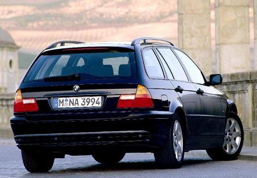BMW Seria 3 kombi czarny tylny prawy