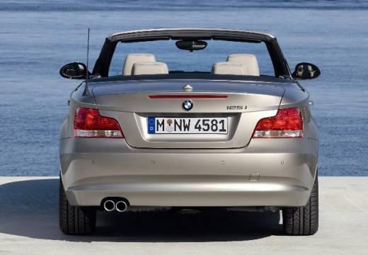 BMW Seria 1 Cabrio E88 I kabriolet beige tylny