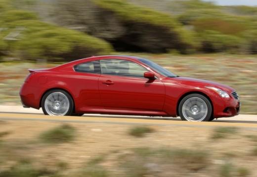 INFINITI G37 coupe czerwony jasny boczny prawy