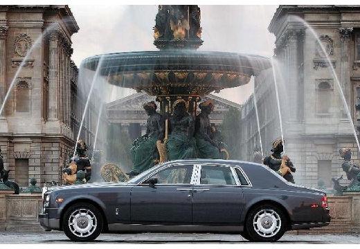 ROLLS-ROYCE Phantom sedan silver grey boczny lewy