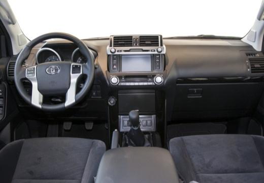 Toyota Land Cruiser 150 II kombi czarny tablica rozdzielcza