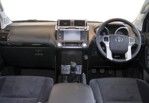 Toyota Land Cruiser 150 I kombi czarny tablica rozdzielcza