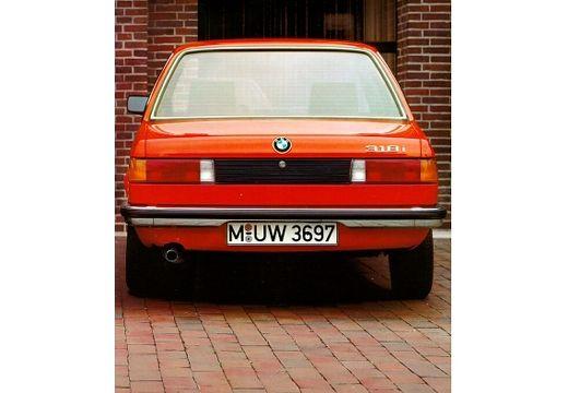 BMW Seria 3 E21 sedan czerwony jasny tylny
