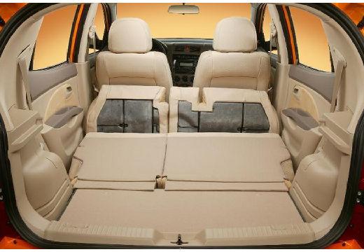 KIA Picanto I hatchback pomarańczowy przestrzeń załadunkowa