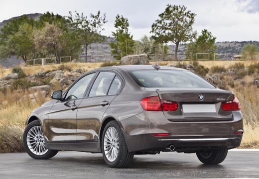 BMW Seria 3 F30 sedan brązowy tylny lewy