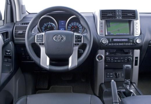 Toyota Land Cruiser 150 I kombi biały tablica rozdzielcza