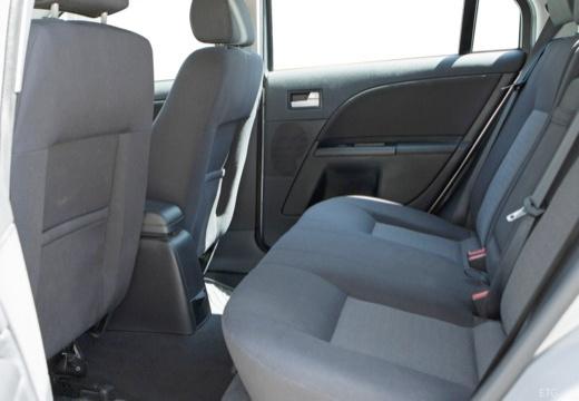 FORD Mondeo III hatchback wnętrze