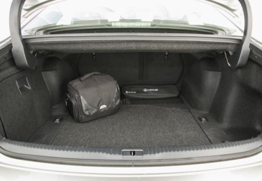 LEXUS IS V sedan szary ciemny przestrzeń załadunkowa