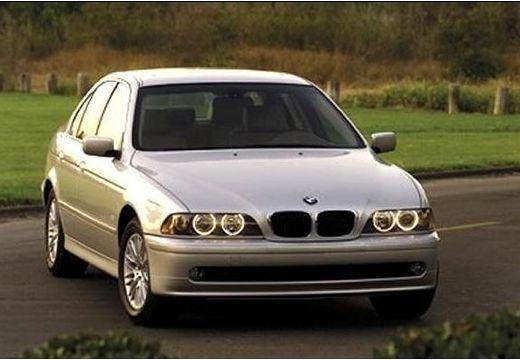 BMW Seria 5 E39 sedan szary ciemny przedni prawy