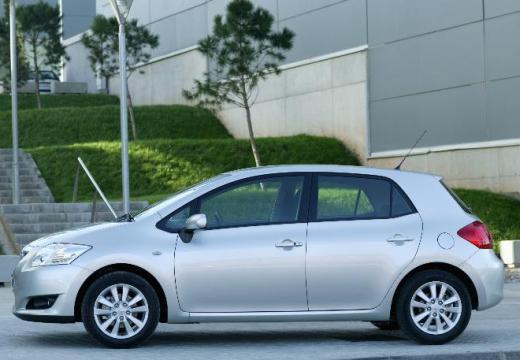 Toyota Auris I hatchback silver grey boczny lewy