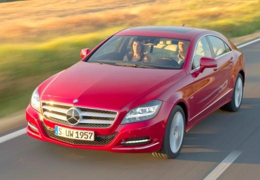MERCEDES-BENZ Klasa CLS sedan czerwony jasny przedni lewy