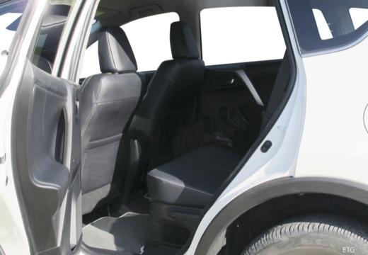 Toyota RAV4 VII kombi wnętrze