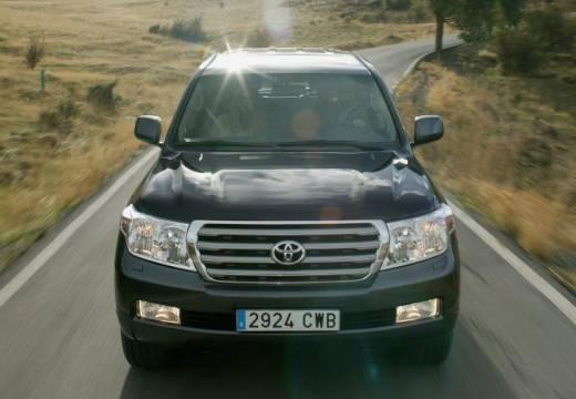 Toyota Land Cruiser V8 I kombi zielony przedni