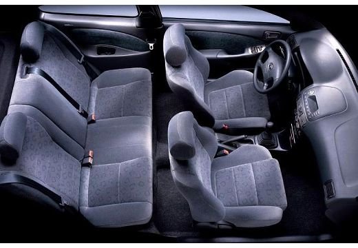 Toyota Corolla V hatchback wnętrze