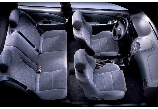 Toyota Corolla Liftback V hatchback wnętrze