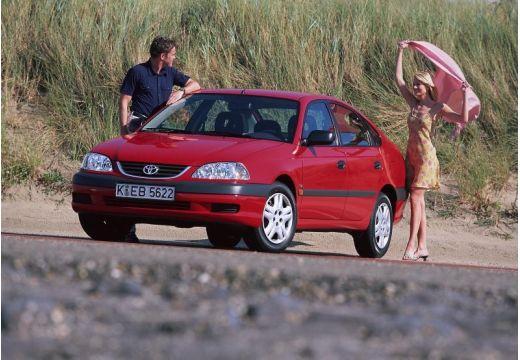 Toyota Avensis Liftback II hatchback czerwony jasny przedni lewy