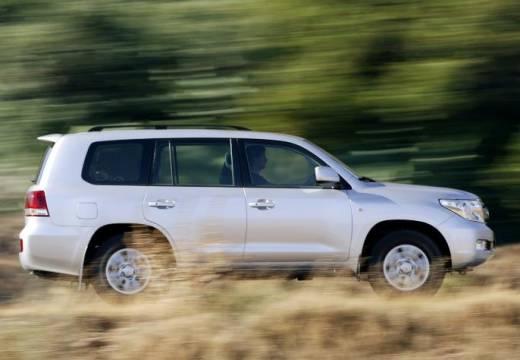 Toyota Land Cruiser V8 I kombi silver grey boczny prawy