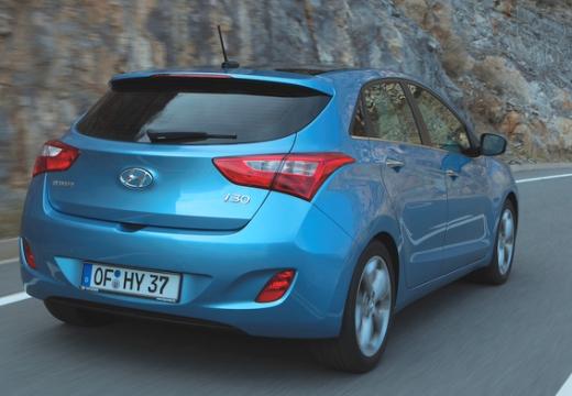 HYUNDAI i30 III hatchback niebieski jasny tylny prawy