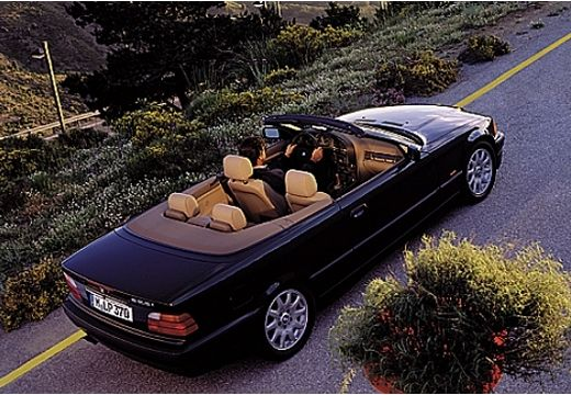 BMW Seria 3 Cabriolet E36 kabriolet czarny górny tylny