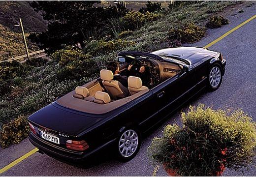 BMW Seria 3 kabriolet czarny górny tylny