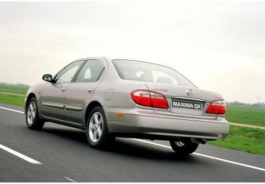 NISSAN Maxima sedan silver grey tylny lewy
