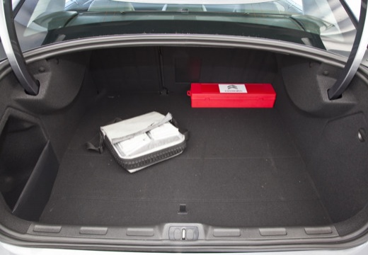 CITROEN C5 III sedan szary ciemny przestrzeń załadunkowa